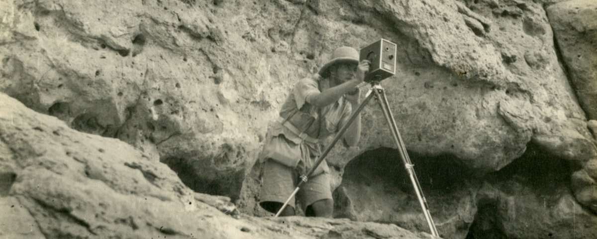 Hilary Waddington taking photographs at Tell el-Amarna (TA.WAD.01.PICT.10)